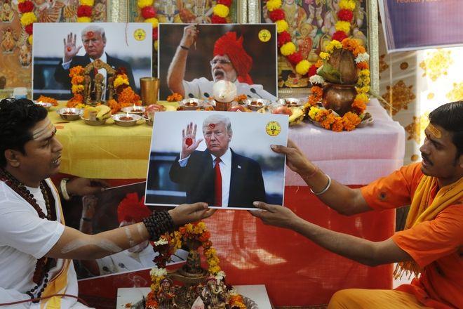 Ινδία: Προσευχές για την Καμάλα Χάρις στο προγονικό της χωριό και για τον Τραμπ στο Δελχί