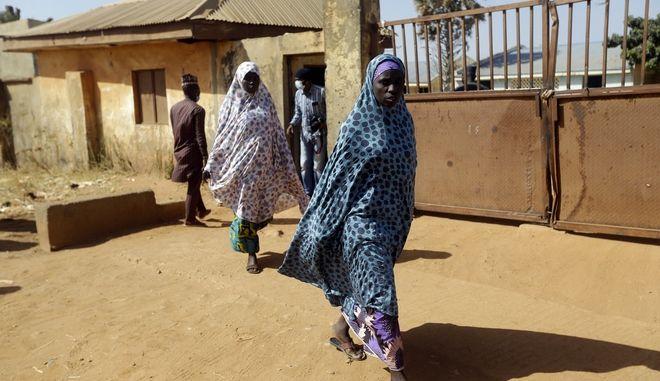 Αφέθηκαν ελεύθερες εκατοντάδες μαθήτριες που είχαν απαχθεί στη Ζαμφάρα της Νιγηρίας