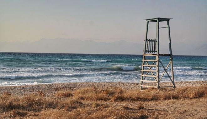 Καλοκαιρινά στιγμιότυπα από παραλίες. (EUROKINISSI / ΓΙΩΡΓΟΣ ΚΟΝΤΑΡΙΝΗΣ)