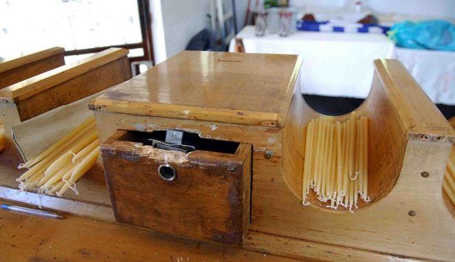Παραβιασμένο παγκάρι σε εκκλησία, Αρχείο