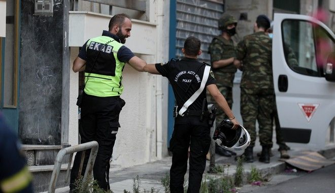 Εντοπίστηκε χειροβομβίδα στα Εξάρχεια - Στρατιωτικές δυνάμεις στο σημείο