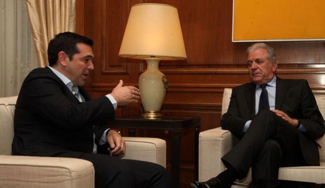 Συνάντηση του Πρωθυπουργού, Αλέξη Τσίπρα με τον Ευρωπαίο Επίτροπο Μετανάστευσης, Εσωτερικών Υποθέσεων και Ιθαγένειας, κ. Δημήτρη Αβραμόπουλο, την τετάρτη 25 Μαΐου 2016, στο Μέγαρο Μαξίμου. (EUROKINISSI/ΑΛΕΞΑΝΔΡΟΣ ΖΩΝΤΑΝΟΣ)