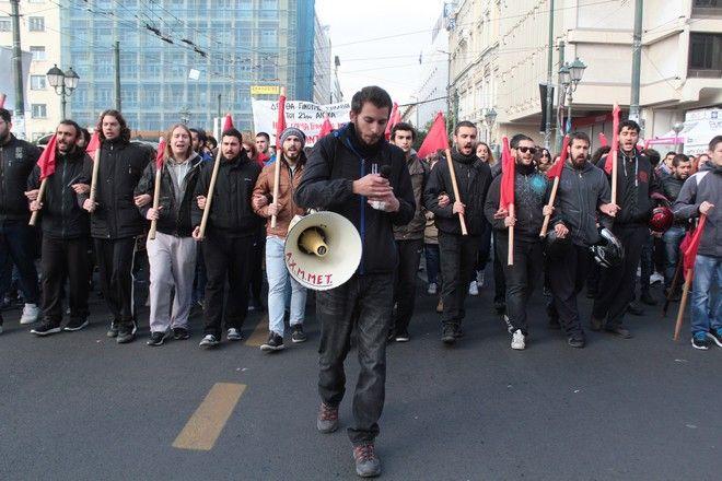 Συγκέντρωση και πορεία απο την ΓΣΕΕ και την ΑΔΕΔΥ στα πλαίσια της  24ωρης πανεργατικής απεργίας, Αθήνα 8 Δεκεμβρίου 2016. (EUROKINISSI/ΣΤΕΛΙΟΣ ΣΤΕΦΑΝΟΥ)