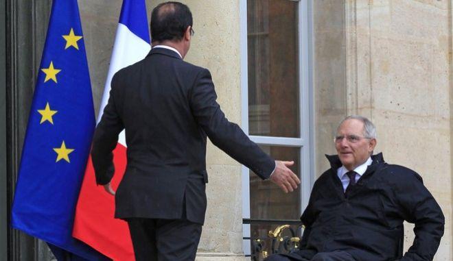 Ολάντ: H Γαλλία έδειξε στον Σόιμπλε τι θα κόστιζε το Grexit