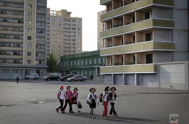 Μικρές μαθήτριες στην Πιονγιανγκ