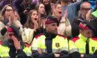 Καταλονία: Τα δάκρυα των αστυνομικών για τα επεισόδια. Η άγνωστη όψη του δημοψηφίσματος