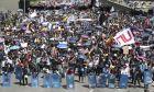 Διαδηλωτές πορεύονται κατά τη διάρκεια εθνικής απεργίας στην Μπογκοτά της Κολομβίας