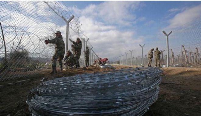Ολλανδός ΥπΕξ: Αποτελεσματικός έλεγχος στα σύνορα ΠΓΔΜ - Ελλάδας, και όχι κλείσιμο