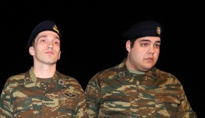 Οι Άγγελος Μητρετώδης και Δημήτρης Κούκλατζης κατά την άφιξή τους στη Θεσσαλονίκη από την Τουρκία