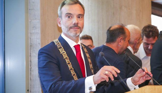 Στιγμιότυπο από την ορκωμοσία του νέου δημάρχου Θεσσαλονίκης, Κωνσταντίνου Ζέρβα