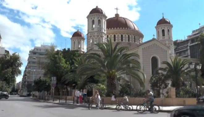 Παρέμβαση αναρχικών στη Μητρόπολη Θεσσαλονίκης με τρικάκια κατά του Άνθιμου
