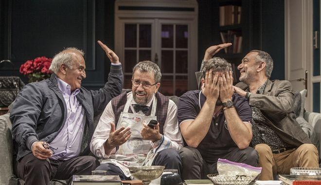 Δείπνο Ηλιθίων: Η sold out παράσταση των τεσσάρων τελευταίων ετών επανέρχεται 29 Οκτωβρίου