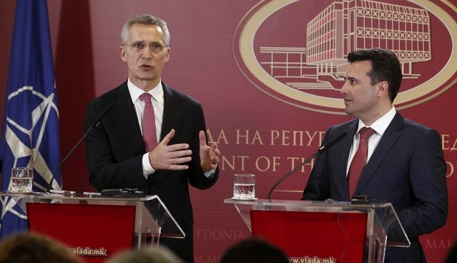 Ο γγ του ΝΑΤΟ Γενς Στόλτενμπεργκ και ο πρωθυπουργός της πΓΔΜ Ζόραν Ζάεφ