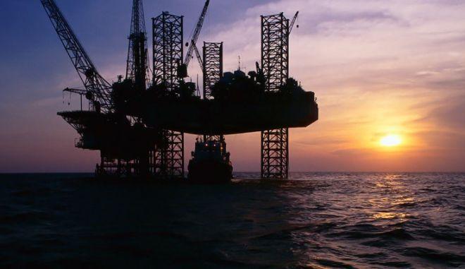 Διαγωνισμό για νέες έρευνες πετρελαίου ετοιμάζει η κυβέρνηση