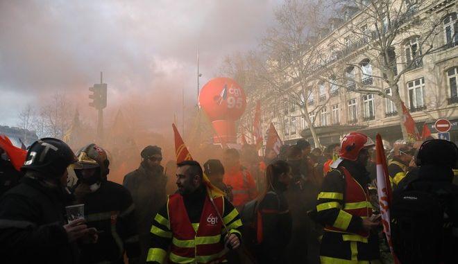 Διαδήλωση πυροσβεστών στο Παρίσι