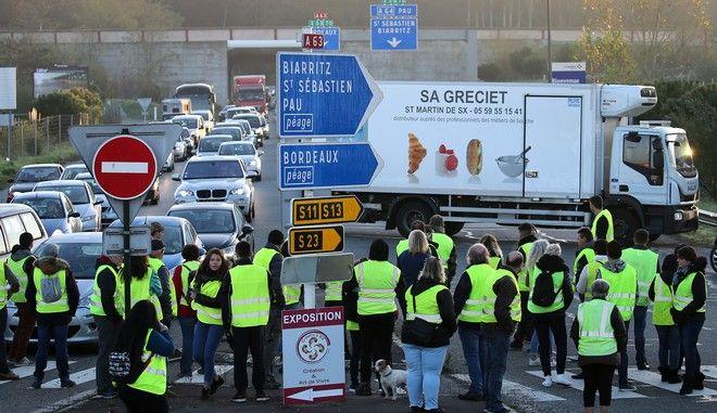 """Κινητοποίηση των """"κίτρινων γιλέκων"""" σε αυτοκινητόδρομο στη νοτιοδυτική Γαλλία"""
