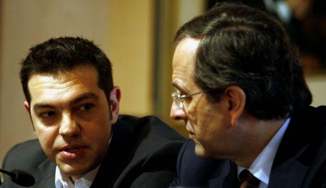 Στιγμιότυπο από την παρουσίαση λευκώματος ποιημάτων του Αλέκου Παναγούλη,που διοργανώθηκε από τον Δήμο Αθηναίων και την Ελληνική Δημοκρατική Νεολαία.Στην φωτογραφία ο πρόεδρος της Ν.Δ Αντώνης Σαμαράς (Δ) και ο Πρόεδρος του ΣΥΡΙΖΑ Αλέξης Τσίπρας (Α) ,Τετάρτη 21 Απριλίου 2010(EUROKINISSI/ΤΑΤΙΑΝΑ ΜΠΟΛΑΡΗ)
