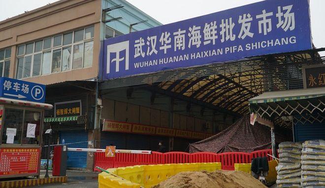 Η αγορά στην πόλη Γουχάν απ' όπου οι ειδικοί διαπίστωσαν ότι ξεκίνησε η εξάπλωση του νέου κοροναϊού