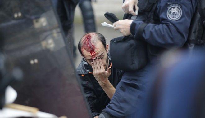 Επεισόδια κατά τις διαδηλώσεις απεργών στο Παρίσι