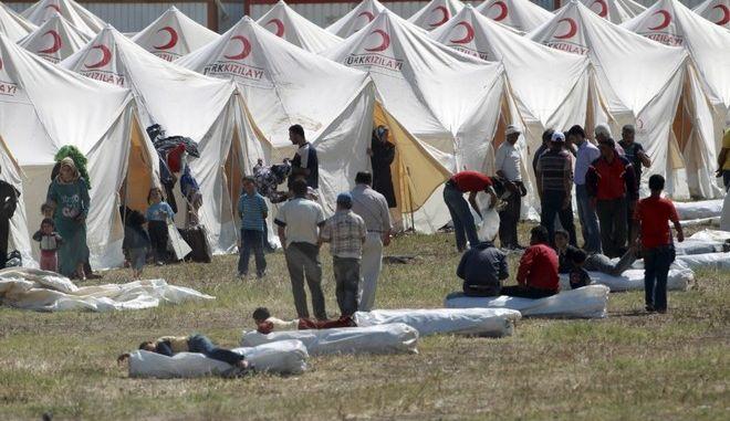 Κομισιόν: Επιπλέον 47 εκατ. ευρώ στην Τουρκία για τους πρόσφυγες