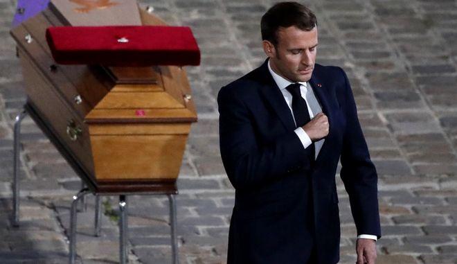 O Γάλλος Πρόεδρος Εμ. Μακρόν μετά τη δολοφονία του καθηγητή