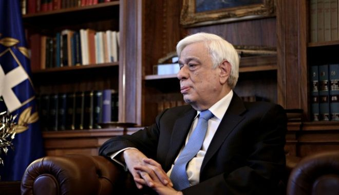 Meeting between the Greek President Prokopis Pavlopoulos, and General Secretary of Communist Party of Greece Dimitris Koutsoumpas, in Athens, on Nov. 2, 2016 /         o      ,  ,  ,  2 , 2016