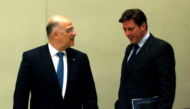 Ο υπουργός Εξωτερικών Νίκος Δένδιας και ο αναπληρωτής υπουργός Εξωτερικών, Μιλτιάδης Βαρβιτσιώτης.