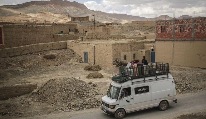 Βαν στους δρόμους του Μαρόκο