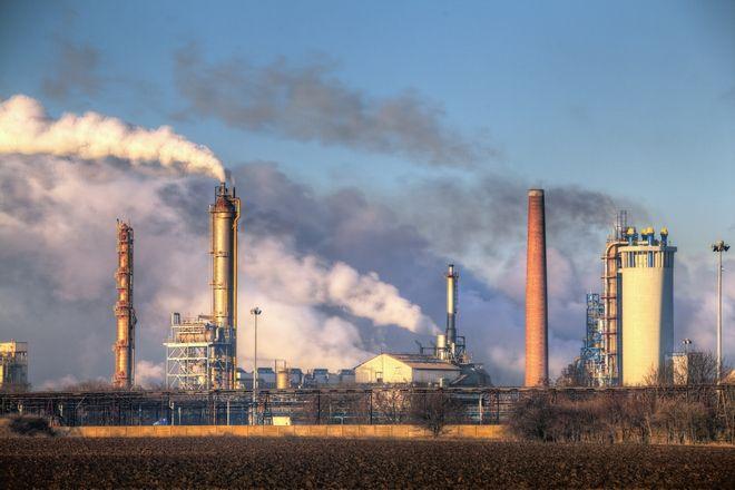 Εργοστάσιο και ατμοσφαιρική ρύπανση
