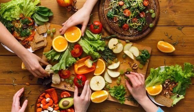 Οι τροφές που θα θωρακίσουν το ανοσοποιητικό μας στο lockdown
