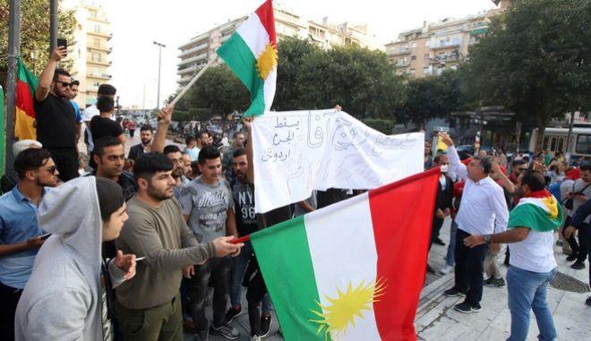 """""""Μπλόκο"""" της ΕΛΑΣ σε συγκέντρωση Κούρδων στα Προπύλαια"""