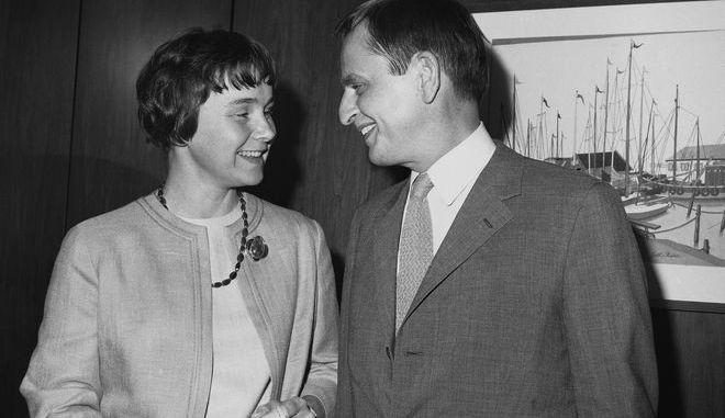 Η Λισμπέτ Πάλμε και ο σύζυγός της Ούλωφ, πρωθυπουργός της Σουηδίας που δολοφονήθηκε το 1986