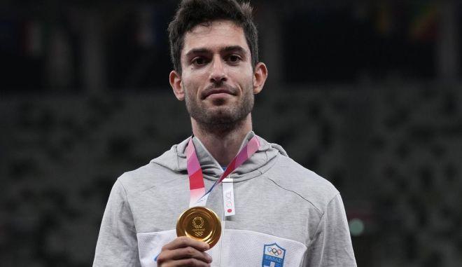 Μίλτος Τεντόγλου: Η στιγμή της απονομής του χρυσού μεταλλίου στον Έλληνα Ολυμπιονίκη