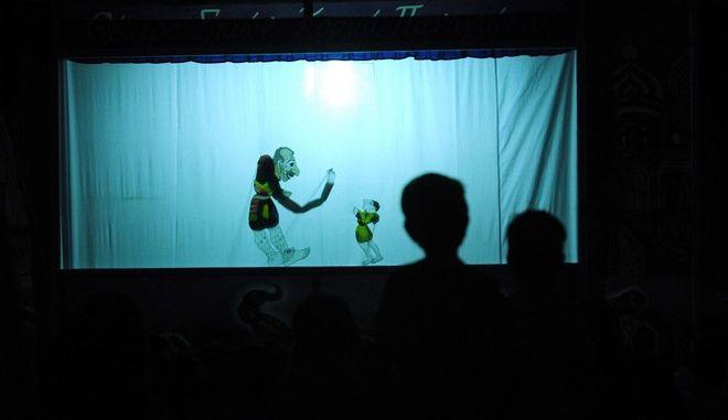 Στιγμιότυπο από παράσταση του Θεάτρου Σκιών