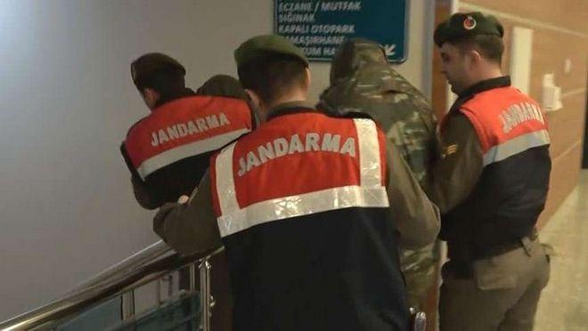 Βίντεο: Η στιγμή που οι Έλληνες στρατιωτικοί οδηγούνται στο δικαστήριο της Αδριανούπολης