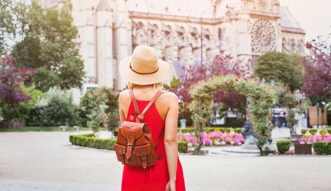 Γυναίκα στο Παρίσι