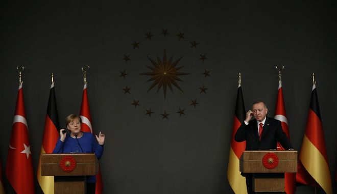 Η καγκελάριος της Γερμανίας Άνγκελα Μέρκελ, κατά τη διάρκεια κοινής συνέντευξης Τύπου με τον Πρόεδρο της Τουρκίας Ρετζέπ Ταγίπ Ερντογάν,  την Παρασκευή 24 Ιανουαρίου 2020