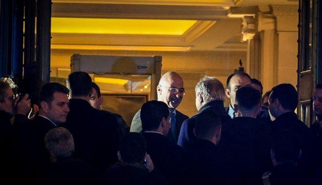 Στην Αθήνα έφτασε ο Λίβυος στρατάρχης Χαλίφα Χάφταρ και συναντήθηκε με τον ΥΠΕΞ Νίκο Δένδια σε κεντρικό ξενοδοχείο της Αθήνας.