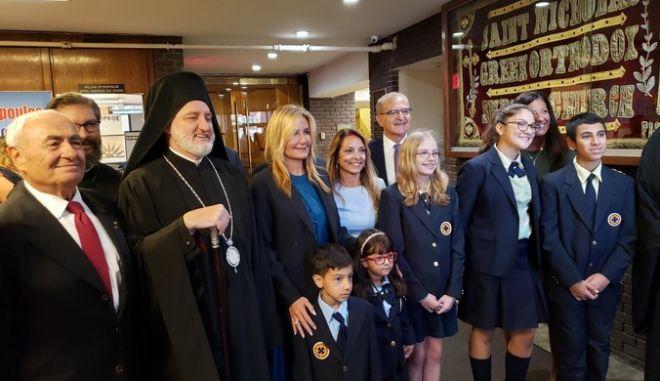Η Μαρέβα Γκραμπόφσκι μαζί με τον Αρχιεπίσκοπο Ελπιδοφόρο σε εκδήλωση της ελληνικής ομογένειας