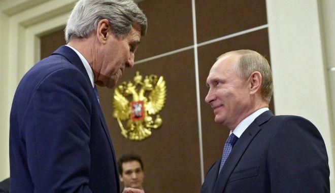 Στη Μόσχα ο Κέρι για συνομιλίες με Πούτιν και Λαβρόφ για το συριακό