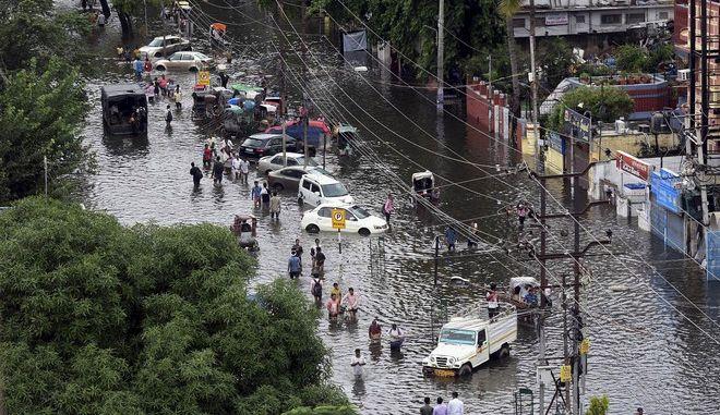 Ινδία: Στους 150 οι νεκροί από τις πλημμύρες των μουσώνων