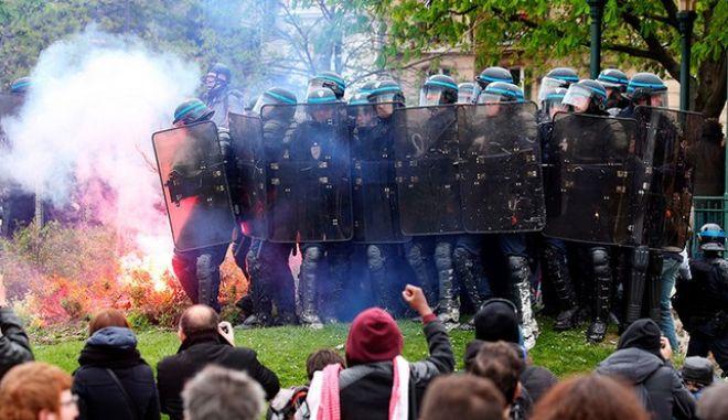 Συγκρούσεις στο Παρίσι, στις διαδηλώσεις ενάντια στη μεταρρύθμιση της εργατικής νομοθεσίας