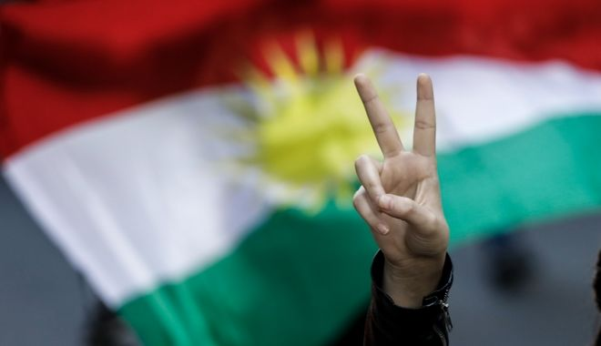 Συγκέντρωση στα Προπύλαια και πορεία προς την τουρκική πρεσβεία.