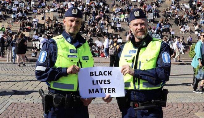 Φινλανδία: Καταγγελίες για αστυνομικούς που συμμετείχαν σε διαδήλωση Black Lives Matter