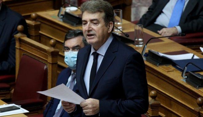 Ο Μιχάλης Χρυσοχοΐδης στη Βουλή