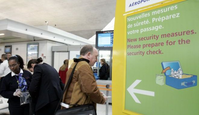 Έλεγχος αποσκευών στο αεροδρόμιο Σαρλ ντε Γκολ