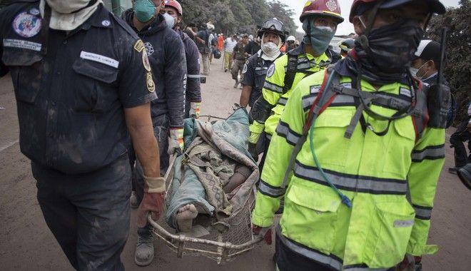 Δεκάδες νεκροί από την έκρηξη του ηφαιστείου