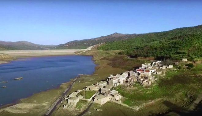 Σφεντύλι: Το χωριό-φάντασμα 'αρνείται' να βυθιστεί