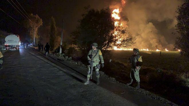 Έκρηξη αγωγού καυσίμων στον δήμο Τλαουελίλπαν στο Μεξικό.