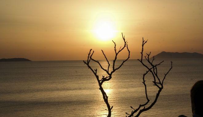 Ηλιοβασίλεμα στην παραλία του Λογγά στην Κέρκυρα